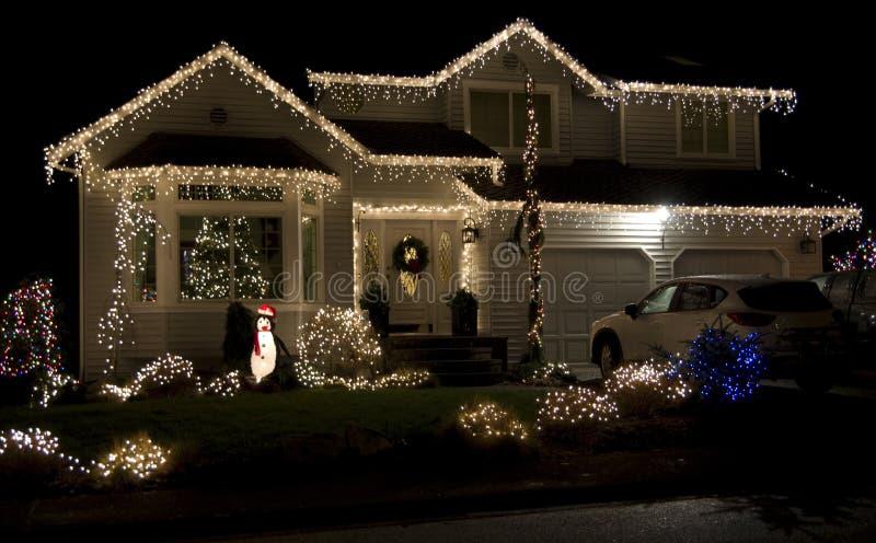 Bella casa di illuminazione di natale fotografia stock