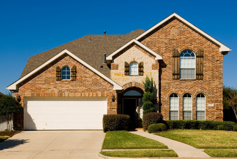 Bella casa a due piani - proprietà fotografia stock