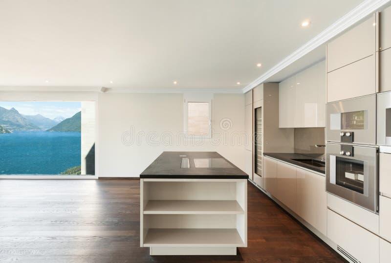Bella casa moderna, cucina immagini stock