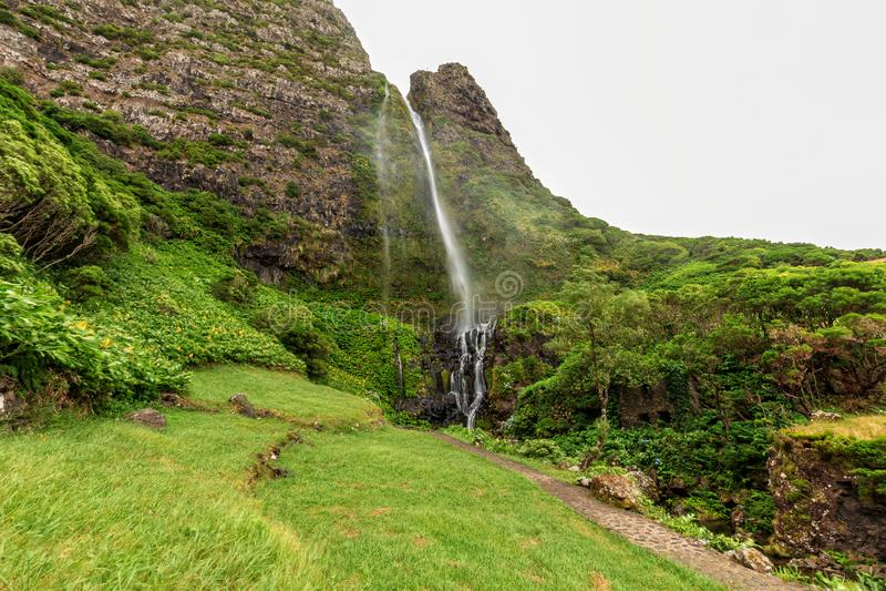 Bella cascata delle Azzorre fotografie stock