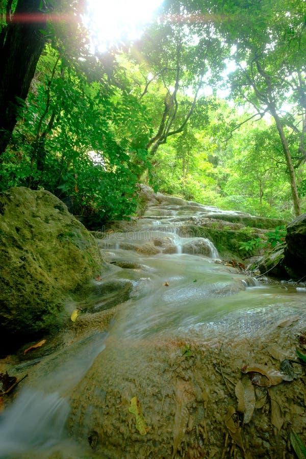 Bella cascata profonda stupefacente della foresta nel parco nazionale di Erawan, immagini stock libere da diritti