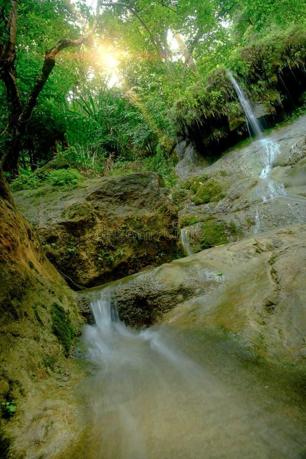 Bella cascata profonda stupefacente della foresta nel parco nazionale di Erawan, immagini stock