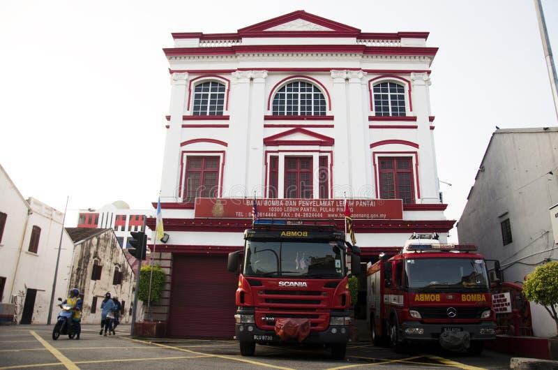 Bella caserma dei pompieri classica dell'edificio per uffici per forza del viaggiatore immagini stock