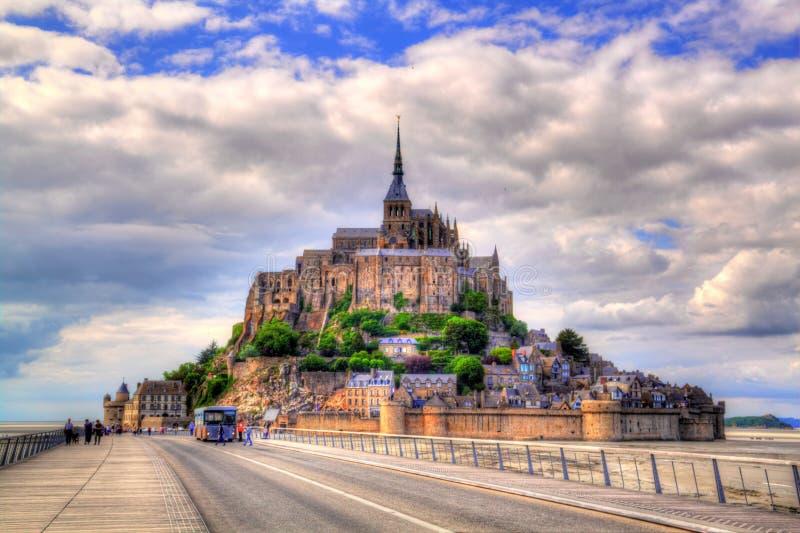 Bella cattedrale di Mont Saint Michel sull'isola, Normandia, Francia immagine stock libera da diritti