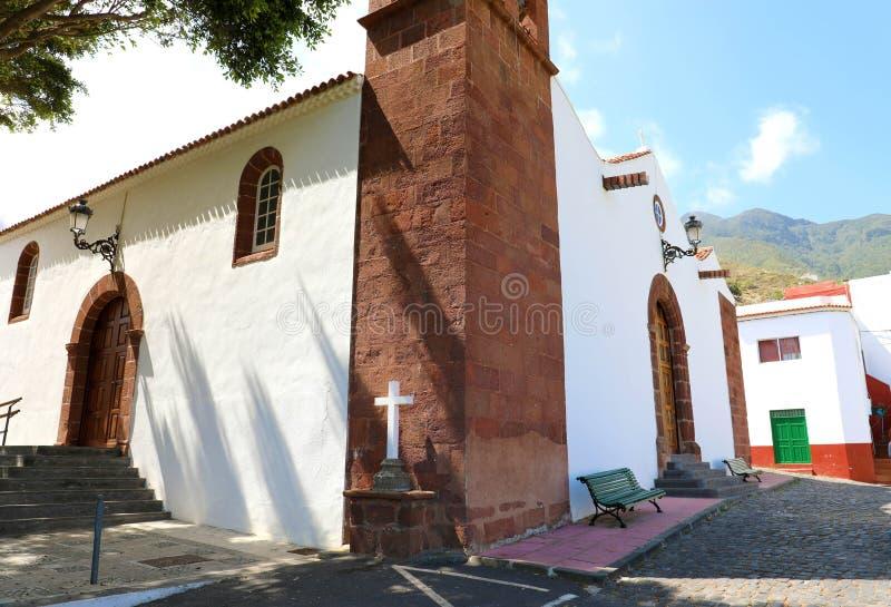 Bella chiesa nel piccolo villaggio di Taganana nell'isola di Tenerife, Spagna Turismo in Tenerife fotografia stock libera da diritti