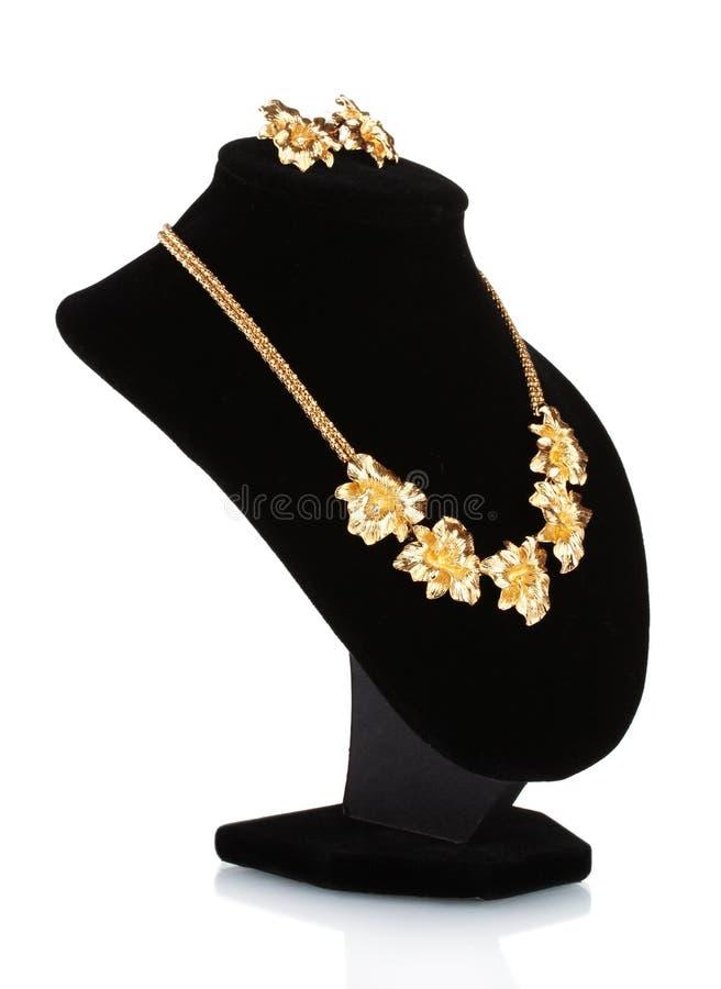 Bella collana dell'oro con il diamante e gli orecchini fotografia stock libera da diritti