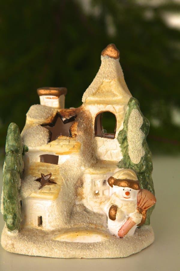 Bella composizione in Natale con la piccola casa dell'uccello immagini stock