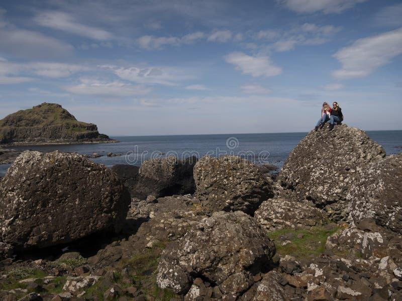 Bella costa della strada soprelevata di Giants in Irlanda del Nord immagini stock