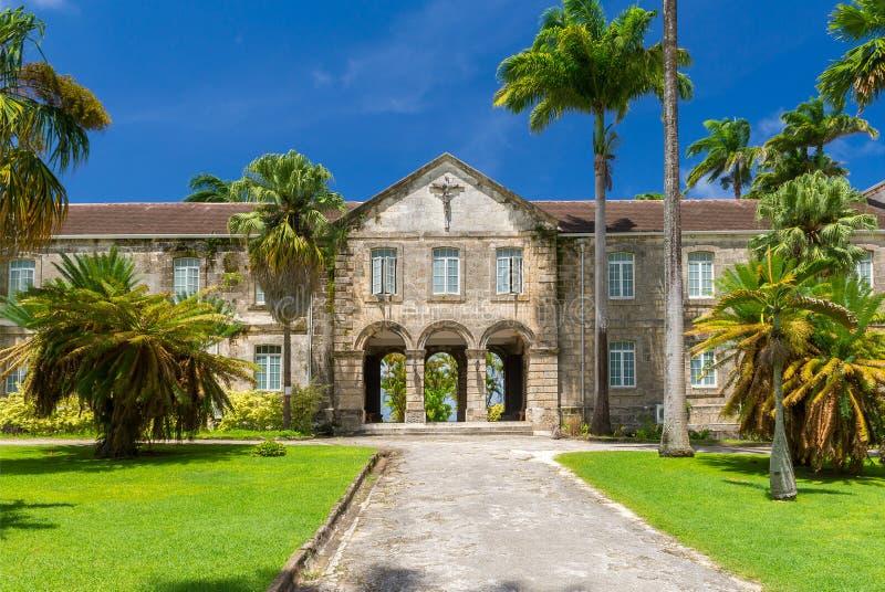 Bella costruzione antica dell'istituto universitario di Codrington, Barbados immagini stock libere da diritti