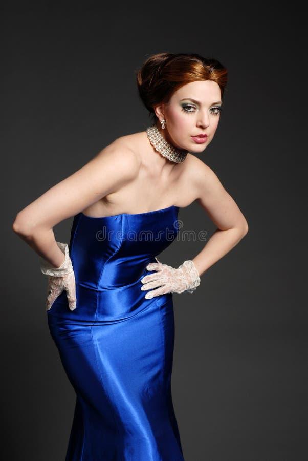 Download Bella donna immagine stock. Immagine di femmina, abbastanza - 3889255