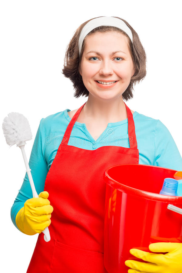 Bella donna allegra con una spazzola di pulizia per la toilette immagine stock