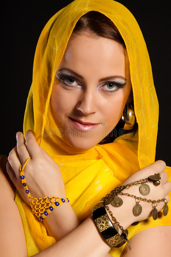 Bella donna araba. immagine stock