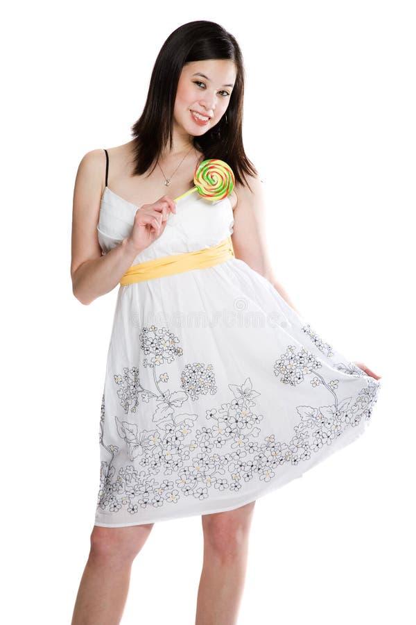 Bella donna asiatica con il lollipop immagini stock libere da diritti