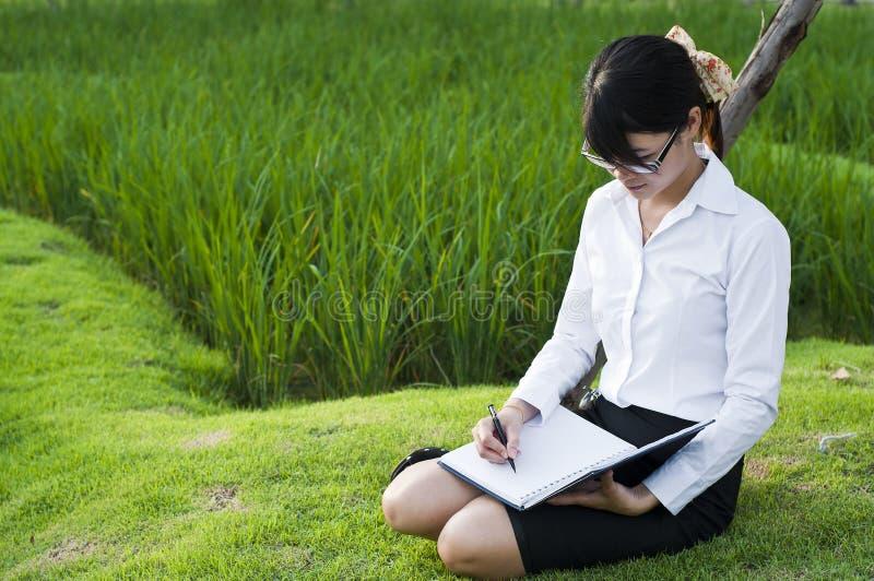 Bella donna asiatica di affari. fotografie stock libere da diritti