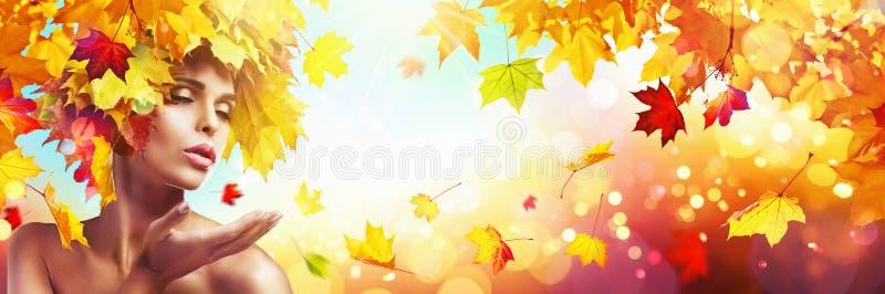 Bella donna in Autumn With Falling Leaves illustrazione di stock
