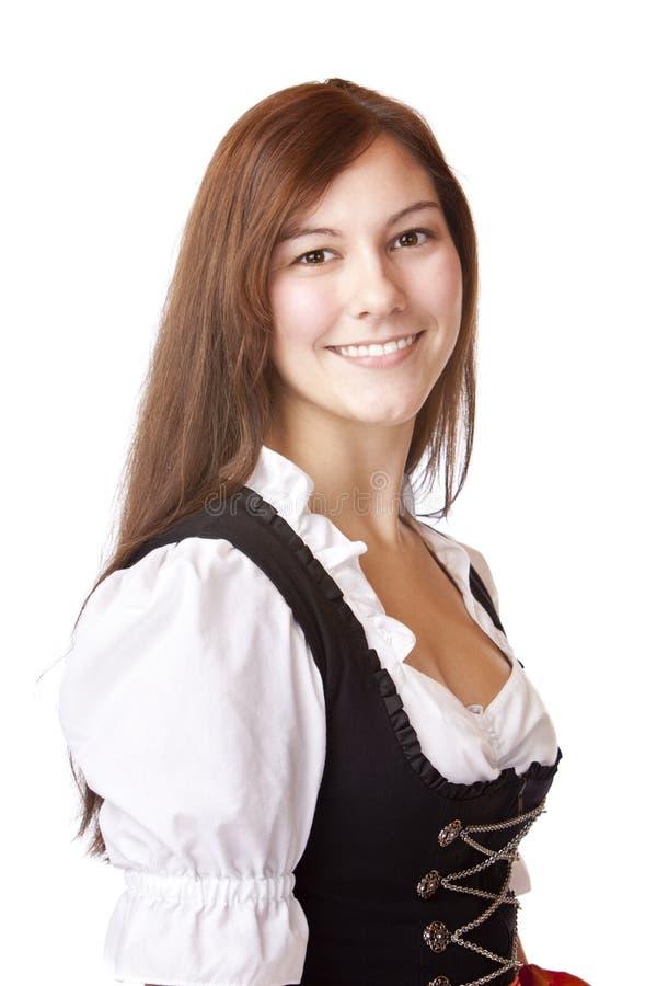 Bella donna bavarese con il Dirndl di Oktoberfest fotografie stock libere da diritti