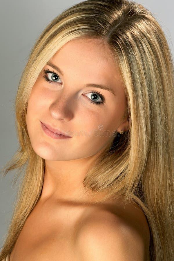 Bella donna bionda Headshot fotografia stock libera da diritti
