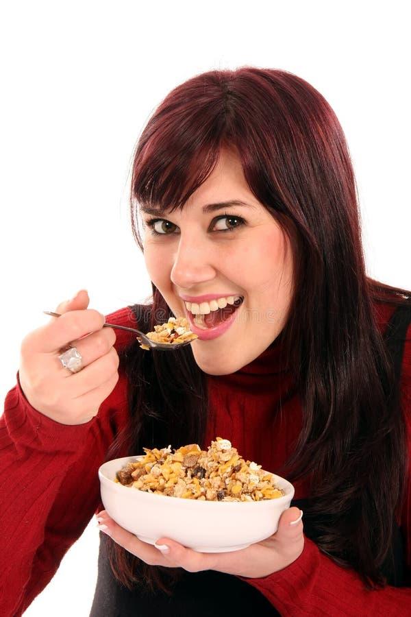 Bella donna che mangia prima colazione fotografie stock libere da diritti