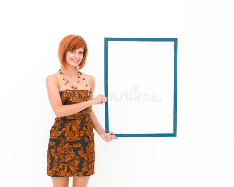 Bella donna che tiene struttura di legno fotografia stock libera da diritti