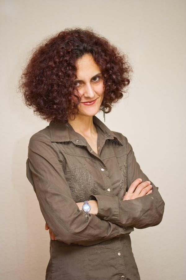 Bella donna con capelli ricci immagini stock libere da diritti