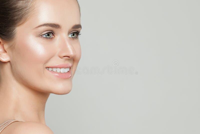 Bella donna con chiara pelle Skincare e trattamento facciale immagini stock libere da diritti