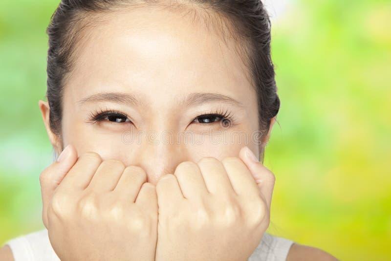 Bella donna con gli occhi sorridenti immagini stock libere da diritti
