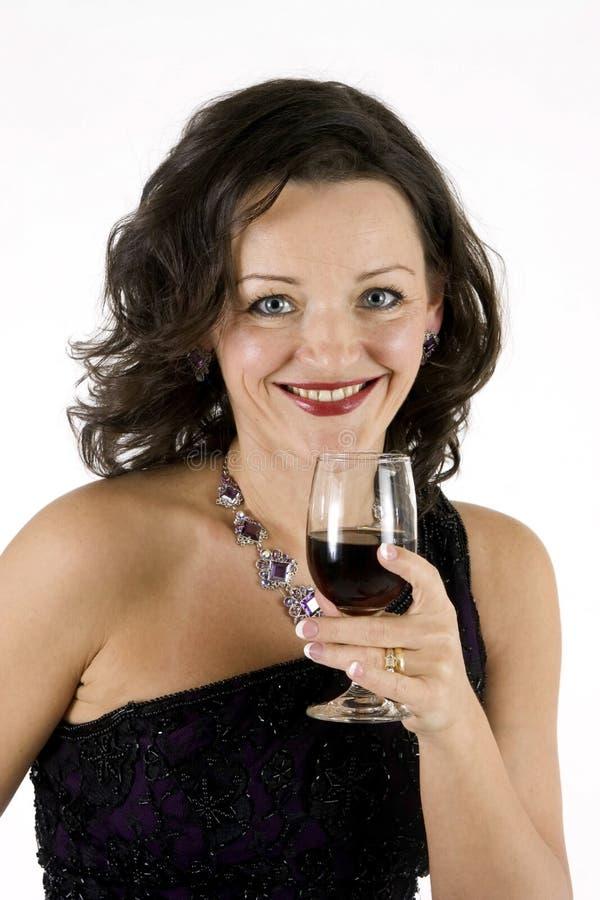 Bella donna con il vetro di vino immagini stock
