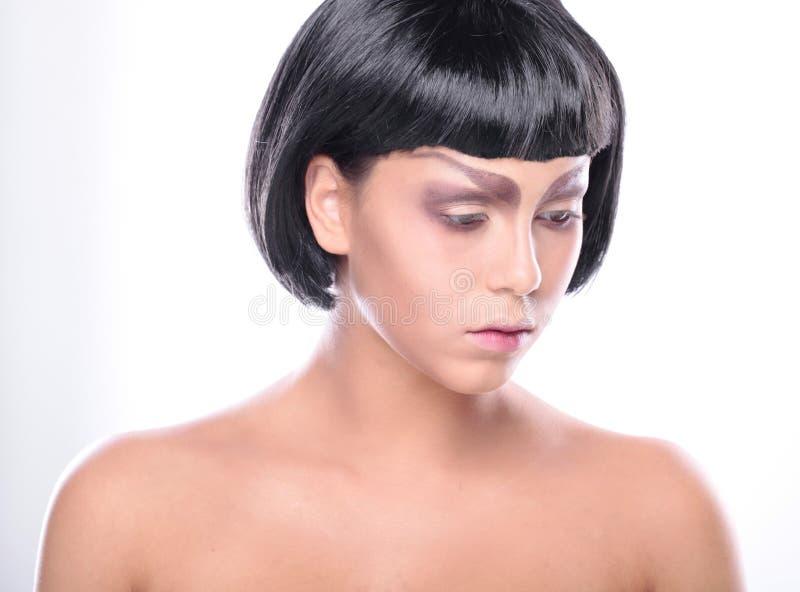 Bella donna con la pelle del fronte di bellezza ed il trucco di fascino fotografia stock