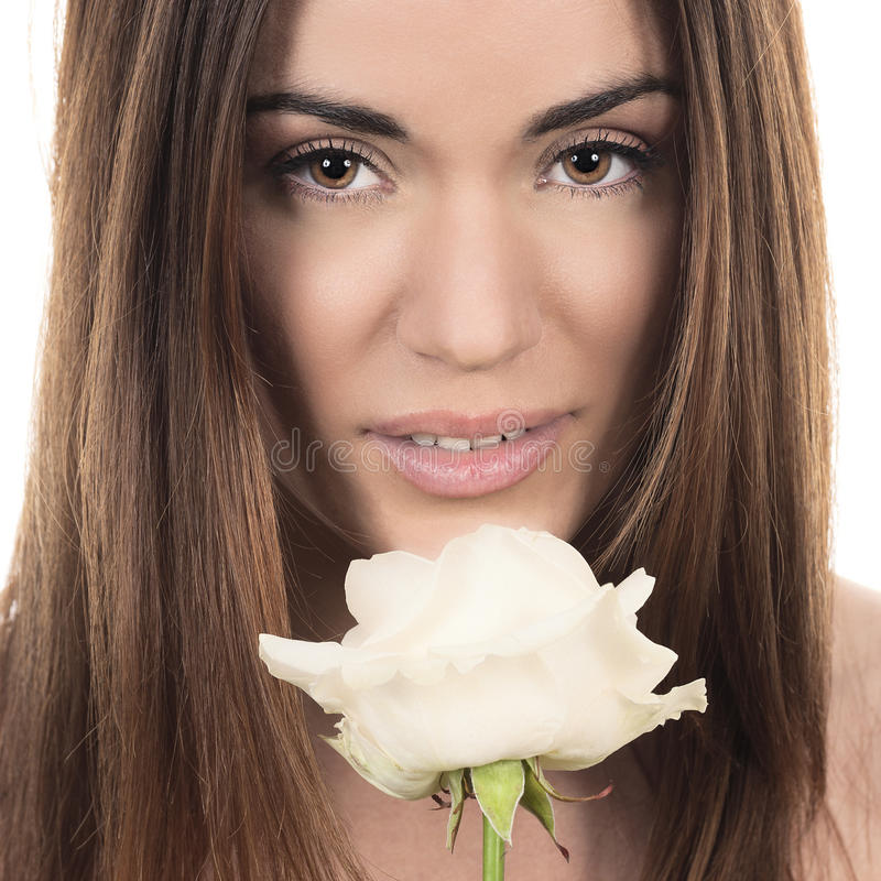 Download Bella Donna Con La Rosa Di Bianco Fotografia Stock - Immagine di trucco, ragazza: 30830346