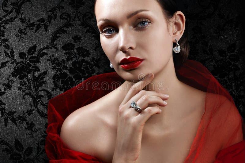 Bella donna con monili fotografie stock
