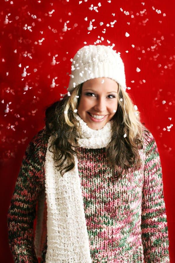 Bella donna con neve immagine stock