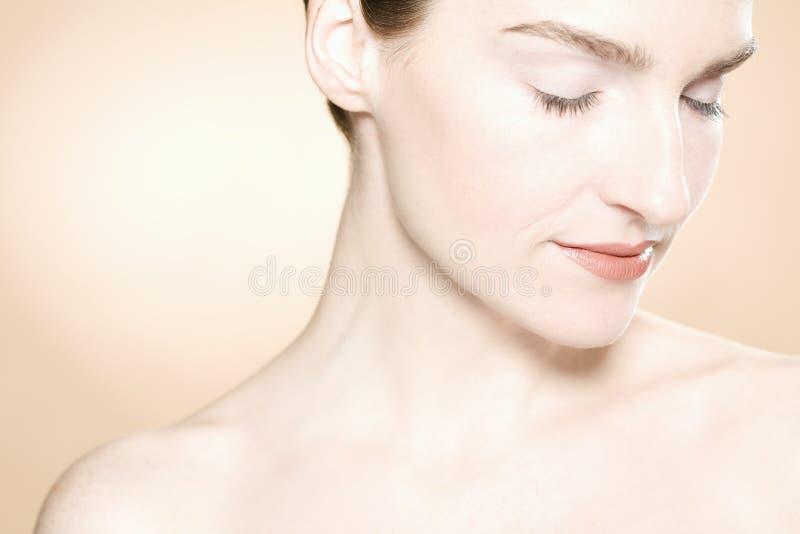 Bella donna con pelle fresca pulita fotografia stock libera da diritti