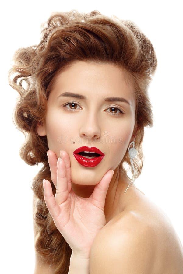 Bella donna con rossetto rosso luminoso immagine stock libera da diritti