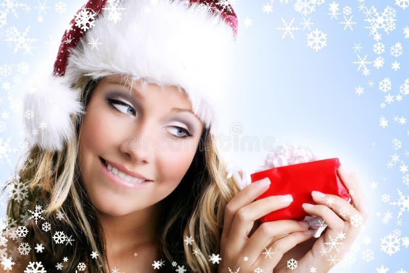 Bella donna con un regalo fotografie stock libere da diritti