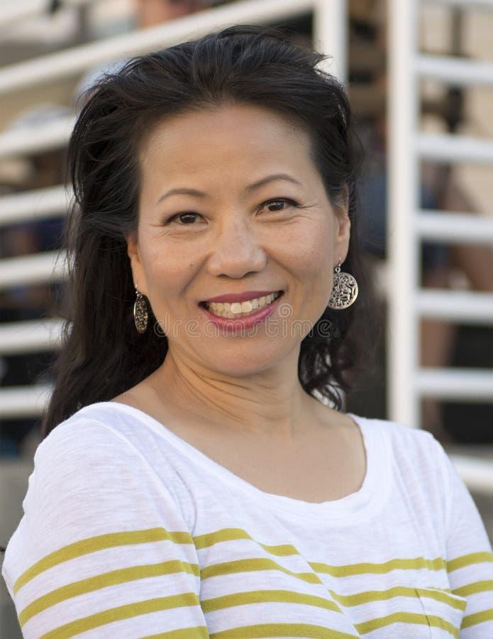 Bella donna coreana di mezza età fotografie stock