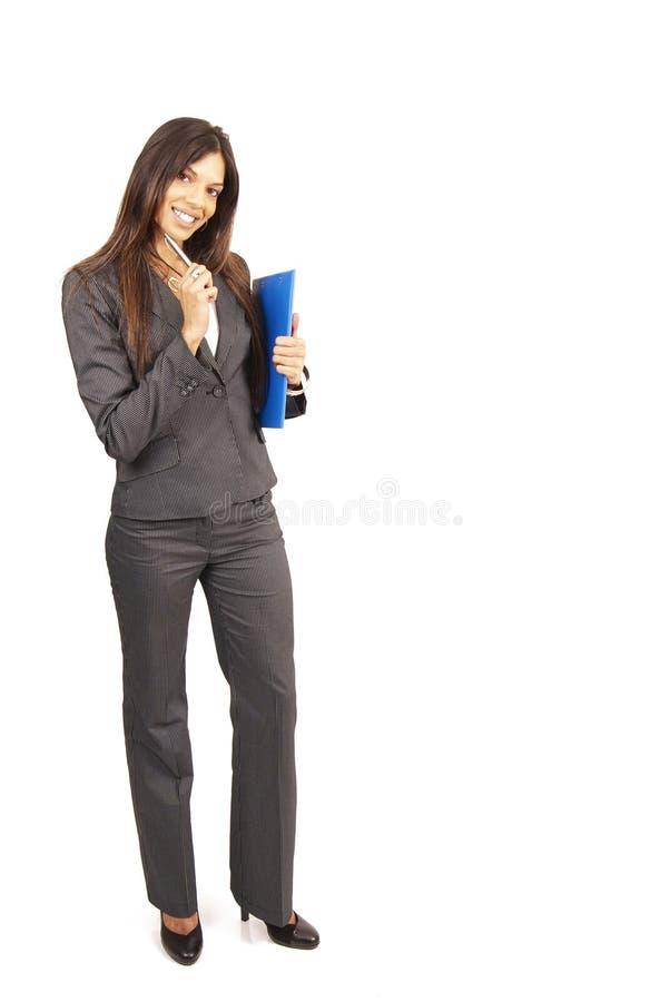 Bella donna del brunette che tiene i appunti fotografia stock libera da diritti