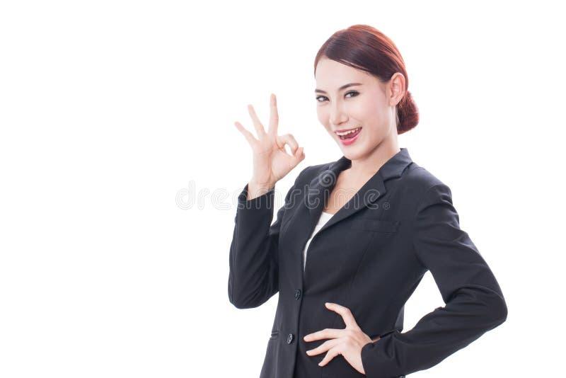 Download Bella Donna Di Affari Che Mostra Segno Giusto Immagine Stock - Immagine di umano, alright: 56892709