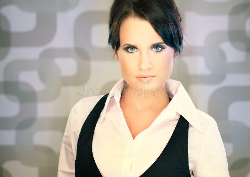 Bella donna di affari del brunette fotografia stock libera da diritti