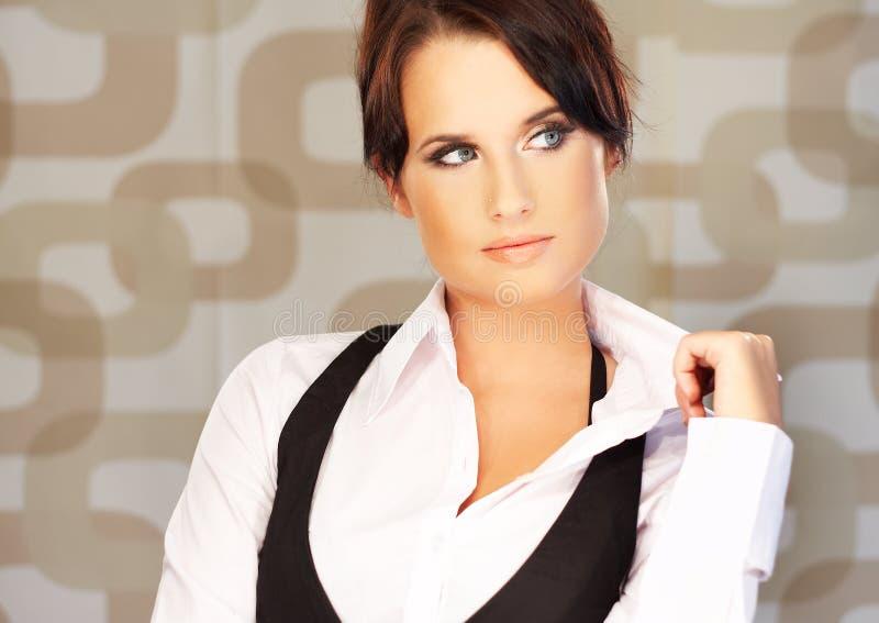 Bella donna di affari del brunette immagine stock