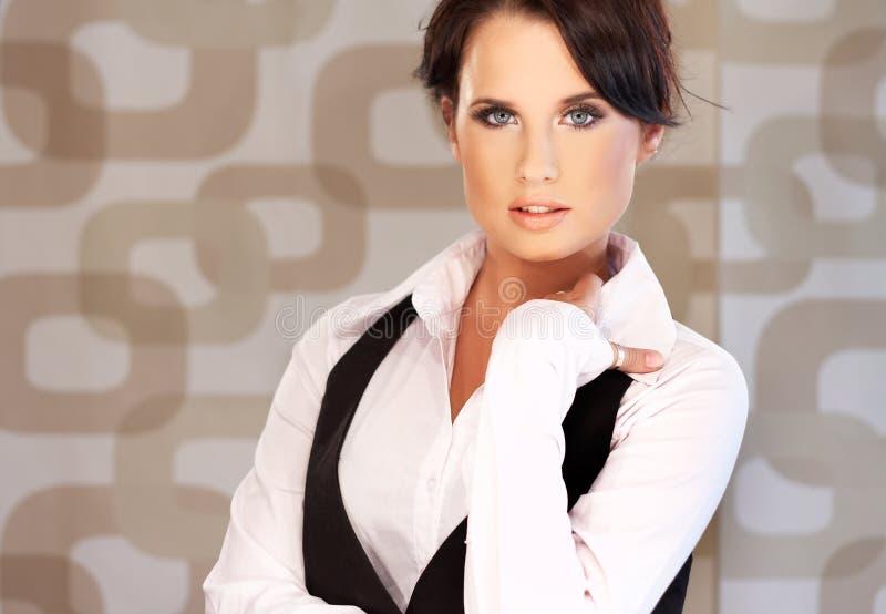 Bella donna di affari del brunette immagini stock libere da diritti