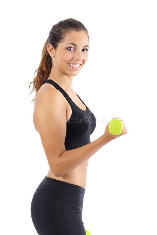 Bella donna di forma fisica che fa i pesi con le teste di legno isolate fotografia stock libera da diritti