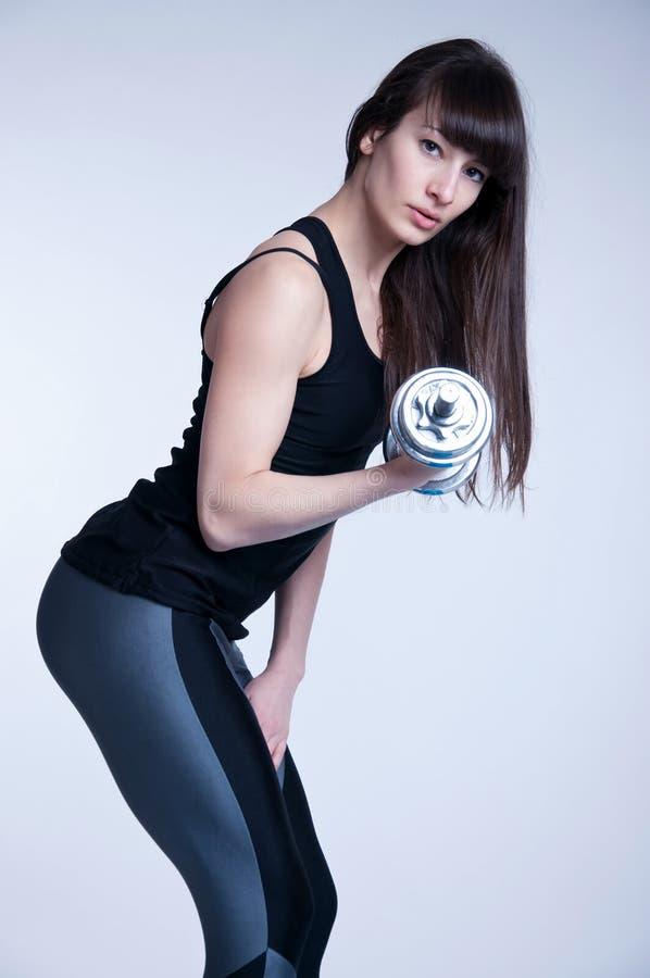 Bella donna di sport con le forti gambe fotografia stock