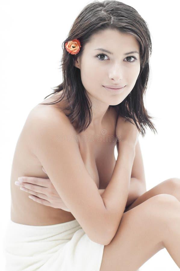 Bella donna dopo la sessione della stazione termale immagine stock libera da diritti