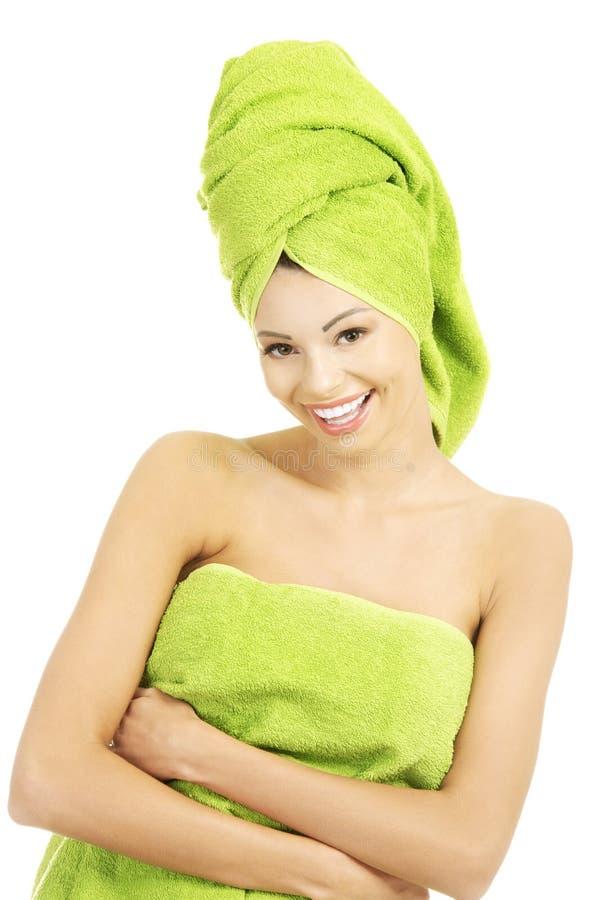 Bella donna felice dopo il bagno fotografie stock