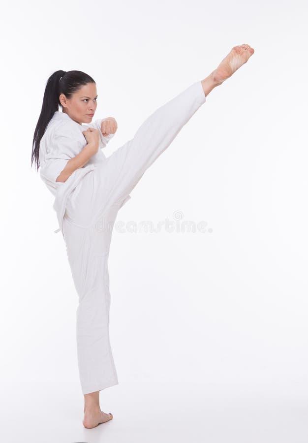 Bella donna in kimono su bianco fotografie stock libere da diritti