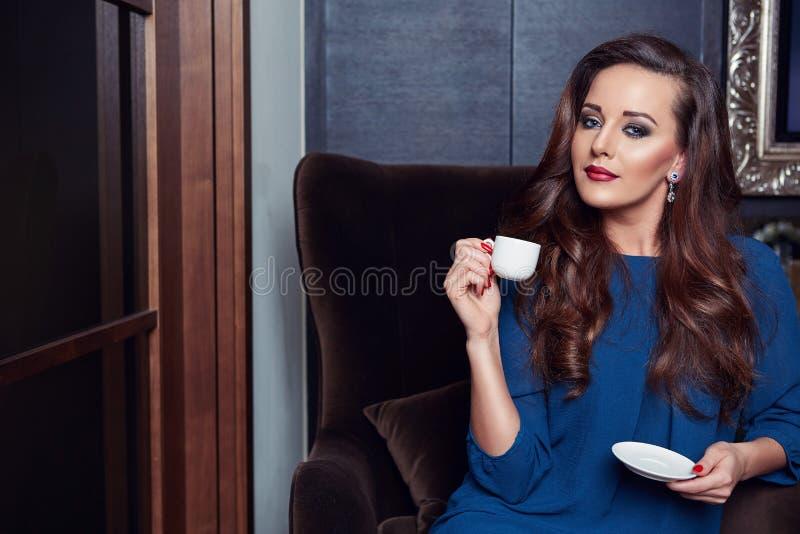 Bella donna lussuosa immagine stock
