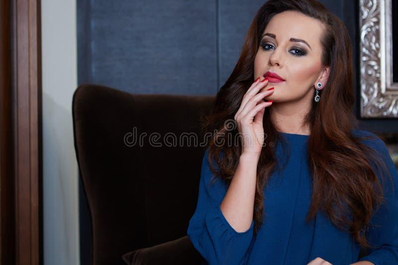 Bella donna lussuosa immagini stock