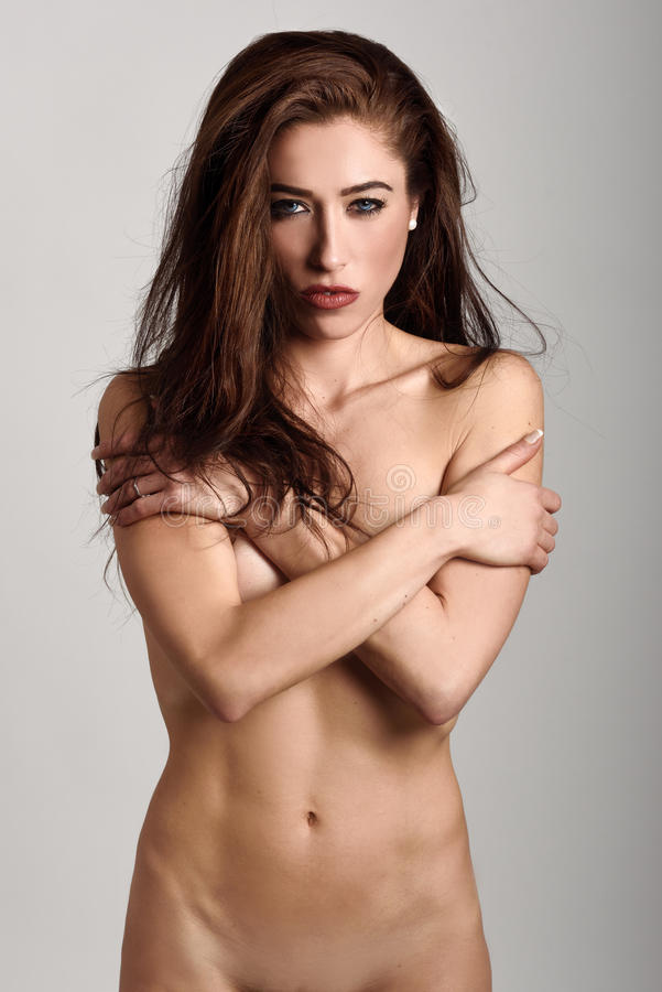 Donna nuda sangue