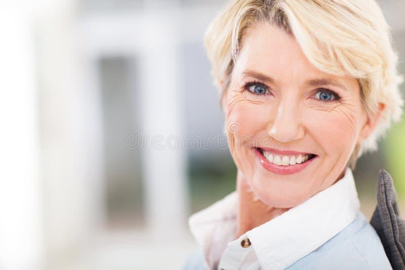 Bella donna senior fotografia stock libera da diritti