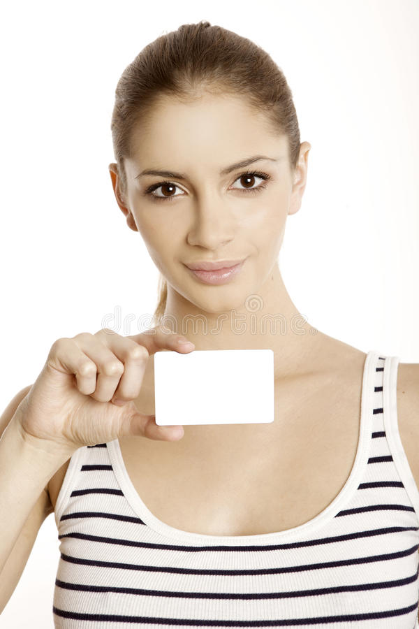Bella donna sorridente che tiene una scheda di insieme dei membri fotografia stock libera da diritti